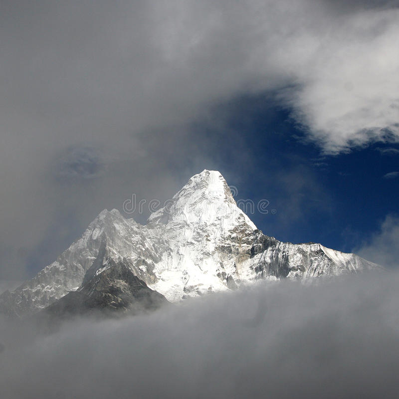 Download Ama dablam Nepal obraz stock. Obraz złożonej z wysoki - 13340369