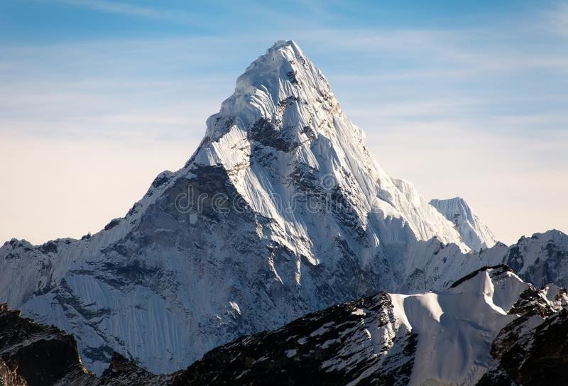 Ama Dablam sur le chemin au camp de base d'Everest photo stock