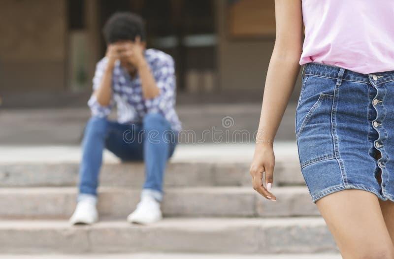?ama up Dziewczyna opuszcza jej chłopaka po dyskutuje obrazy royalty free