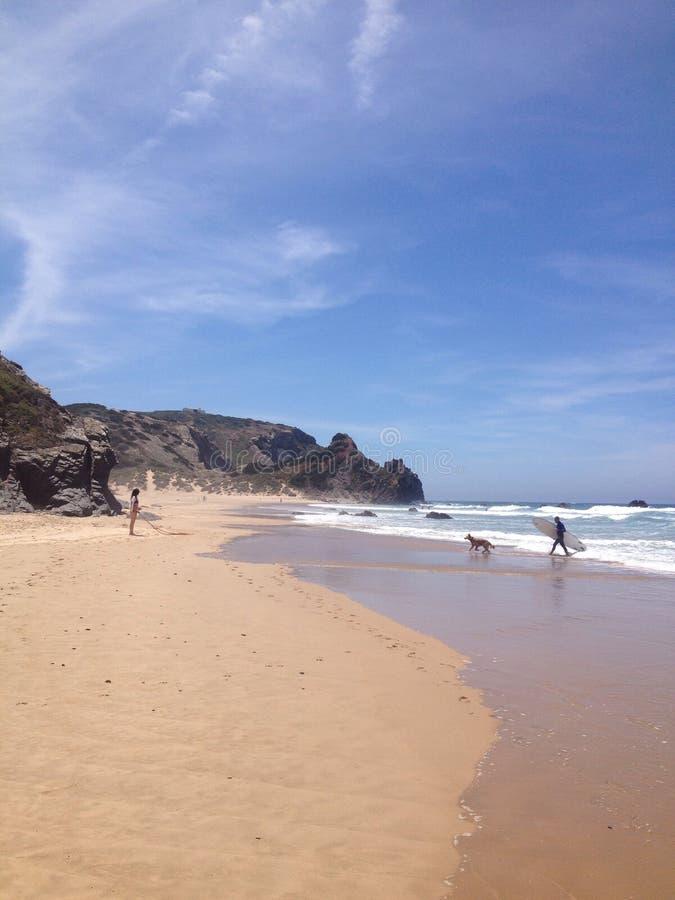 Amado Beach på söder av Portugal royaltyfri bild