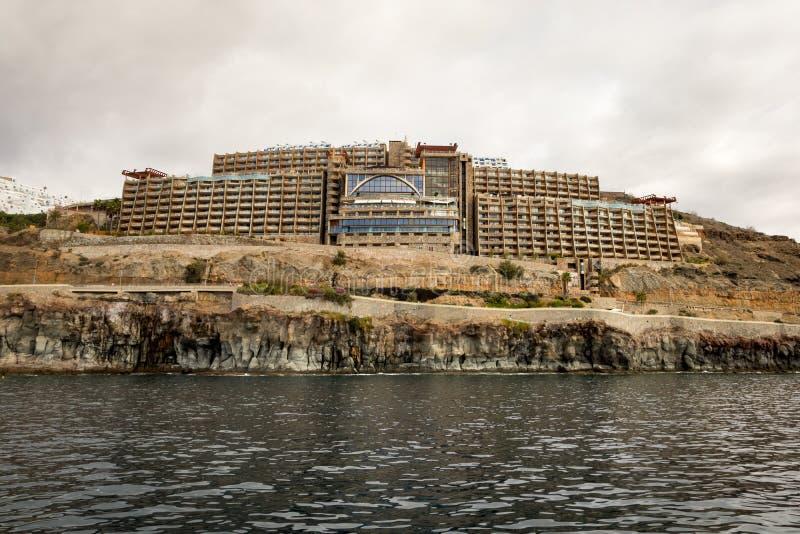 Amadores, mamie Canaria en Espagne - 16 décembre 2017 : Hôtel de Gloria Palace, vu de la mer Ciel nuageux images stock