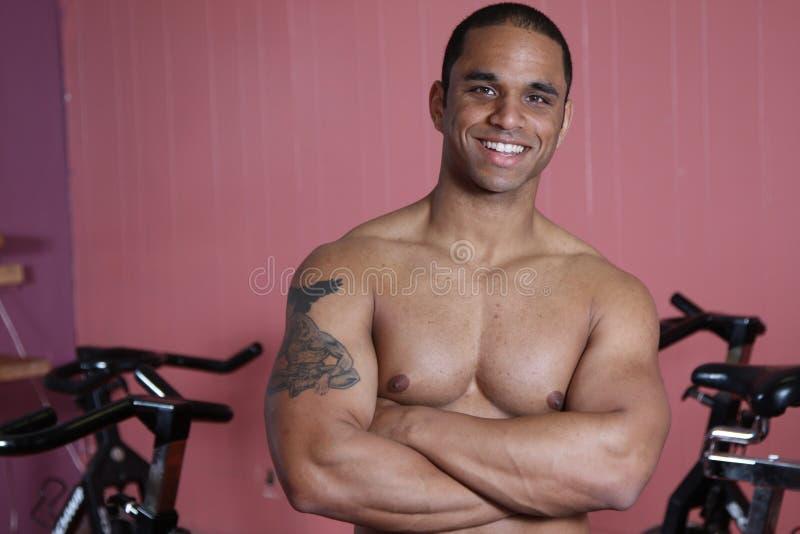 Amaestrador del peso en la gimnasia fotografía de archivo