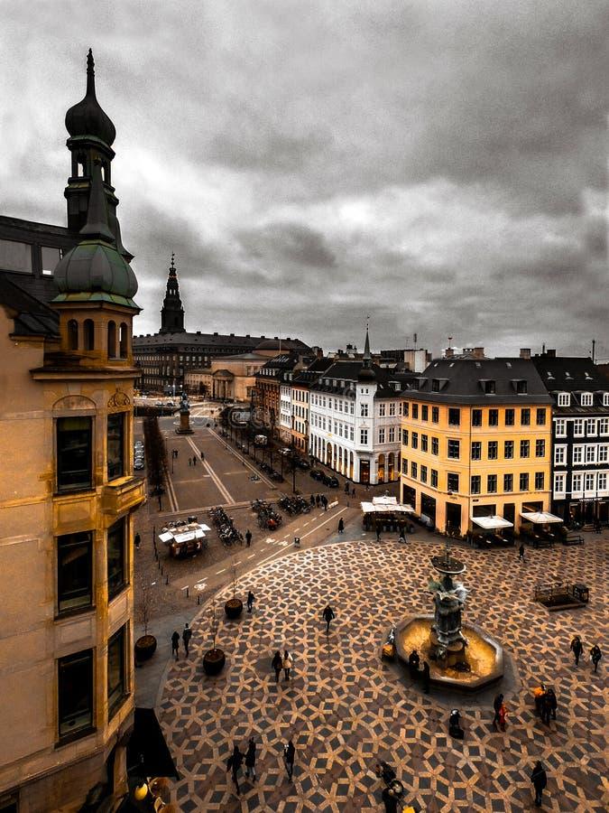 Amagertorv屋顶视图在哥本哈根丹麦在一多云天 免版税图库摄影