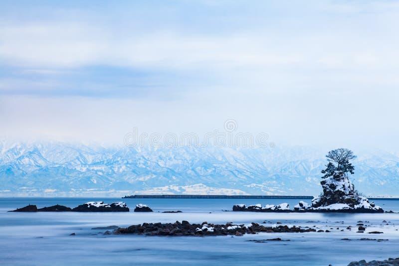 Amaharashi kust och Tateyama bergområde fotografering för bildbyråer
