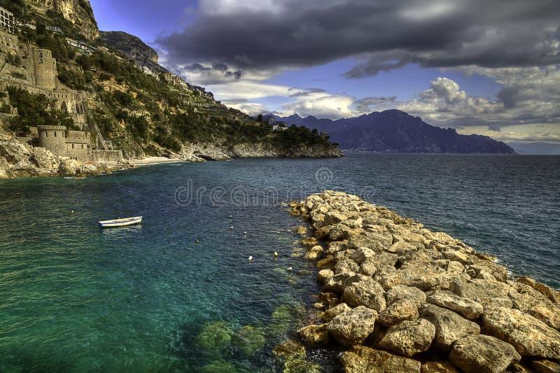 Amalfi för Conca deiMarini fiskeläge kostnad royaltyfri fotografi