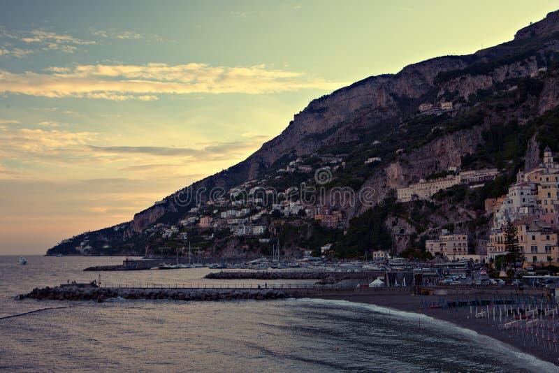 Amalfi Kust Italië bij zonsondergang royalty-vrije stock foto