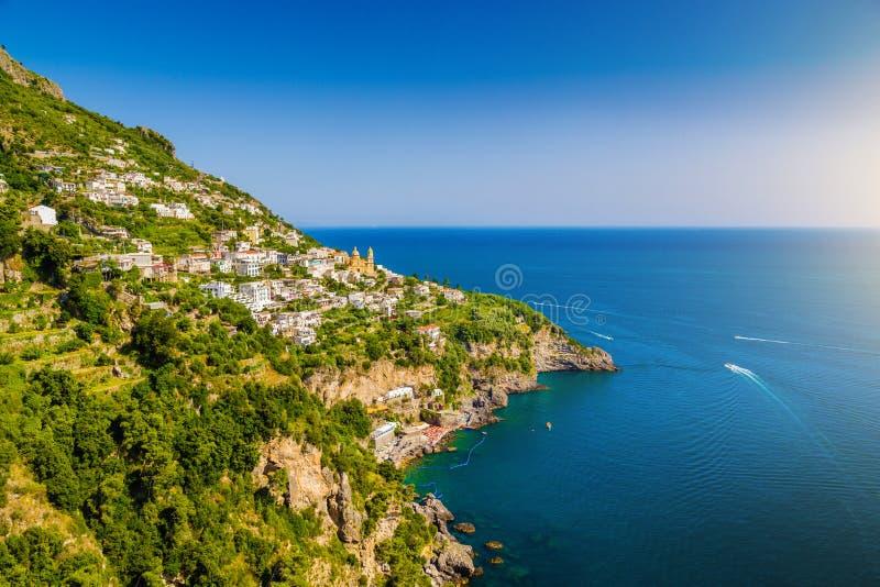 Amalfi Kust met Golf van Salerno in mooi avondlicht, Campania, Italië royalty-vrije stock foto's