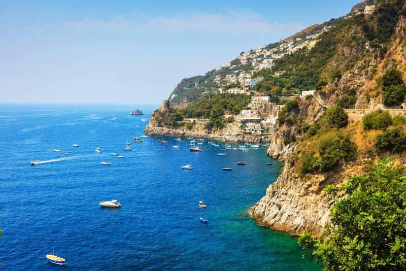 Amalfitan kust nära Positano Italien royaltyfri bild