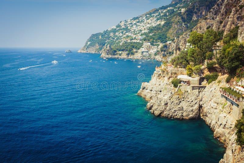Amalfitan kust nära Positano Italien arkivbild
