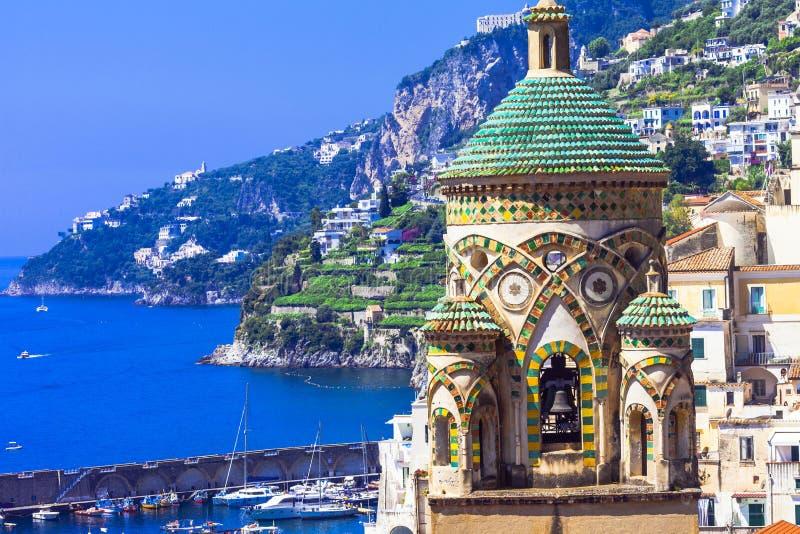 Amalfitana - hermosas vistas e iglesias Italia imágenes de archivo libres de regalías