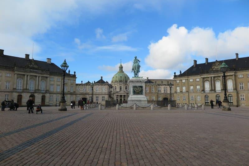 Amalienborgbinnenplaats stock foto's