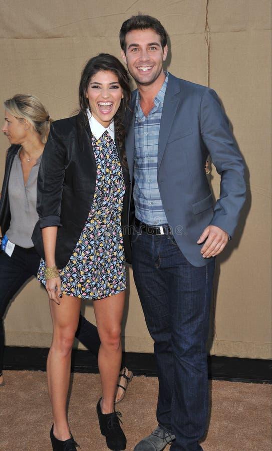Amanda Setton & James Wolk royaltyfria bilder
