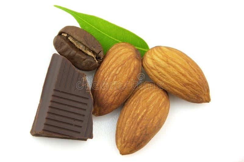 Amande avec du chocolat photos stock