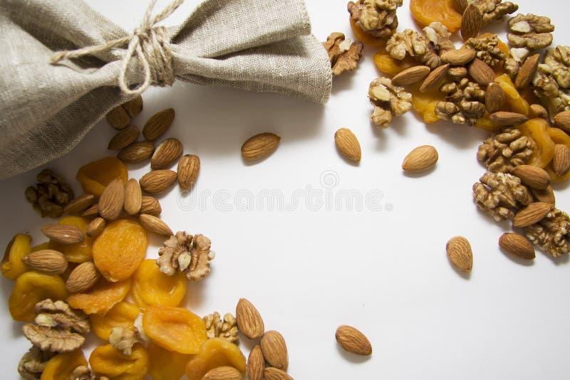 Amandelen en abrikozen royalty-vrije stock afbeeldingen