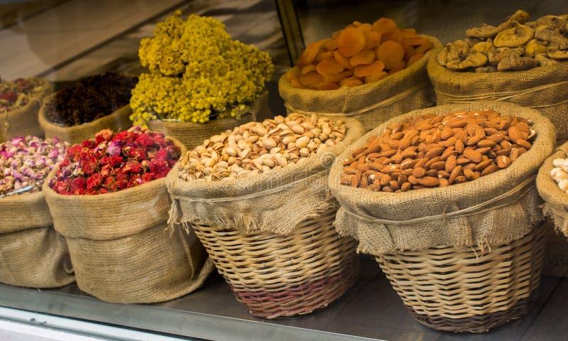 Amandelen, fig., abrikozen, pistaches en aftreksels stock fotografie