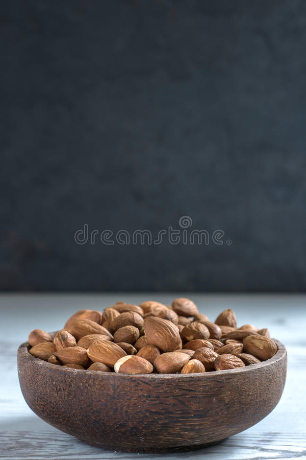 Amandes sur la table photo stock