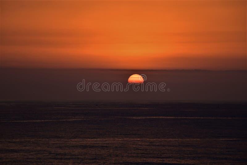 Amanece do céu do sol do verão foto de stock