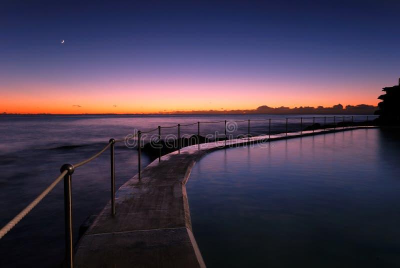 Amanecer en Bronte - la playa de Sydney fotos de archivo