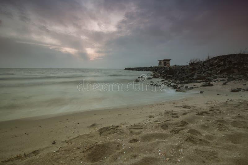 Amanecer en colores suaves Playa del Mar Negro, centro turístico de Pomorie, Bulgaria foto de archivo