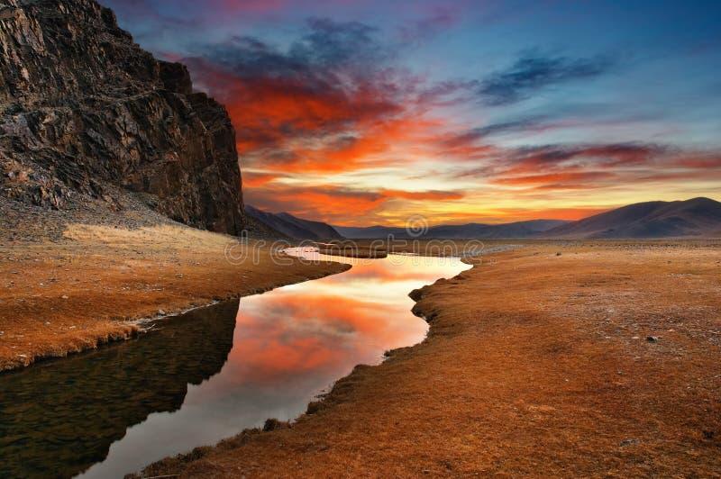 Amanecer en desierto mongol foto de archivo libre de regalías