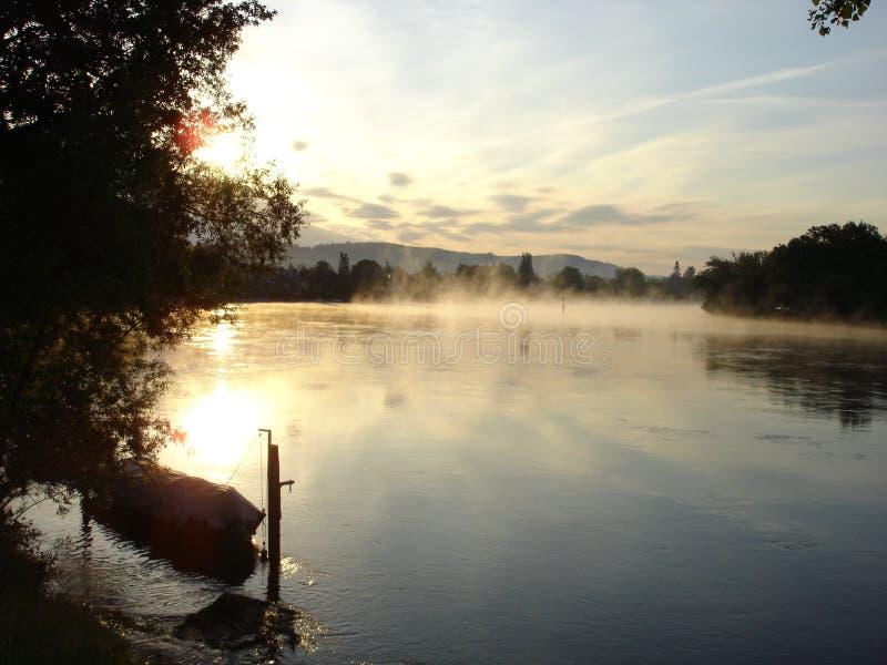 Amanecer en el río de Alto Rhin imagen de archivo