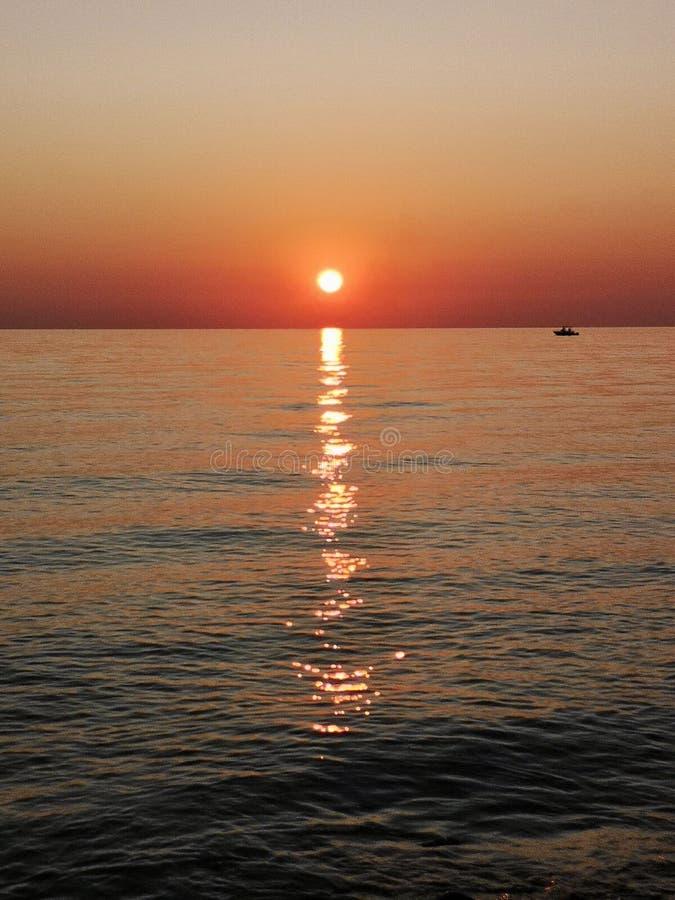 Amanecer en Italia, amanecer sobre el mar Jónico foto de archivo