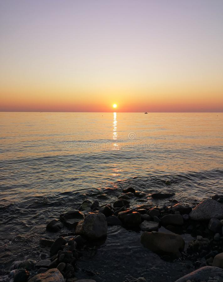Amanecer en Italia, amanecer sobre el mar Jónico imagen de archivo libre de regalías
