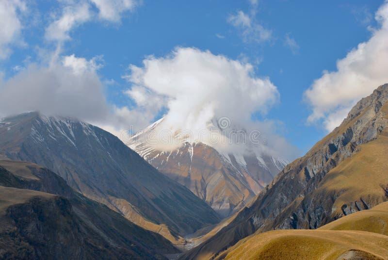 Amanecer en las montañas de Georgia fotos de archivo libres de regalías