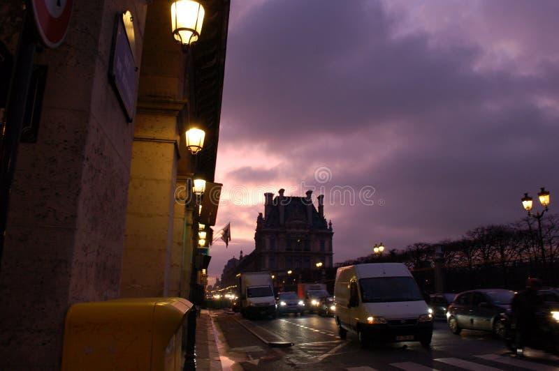 Amanecer en París Rue de Rivoli imágenes de archivo libres de regalías