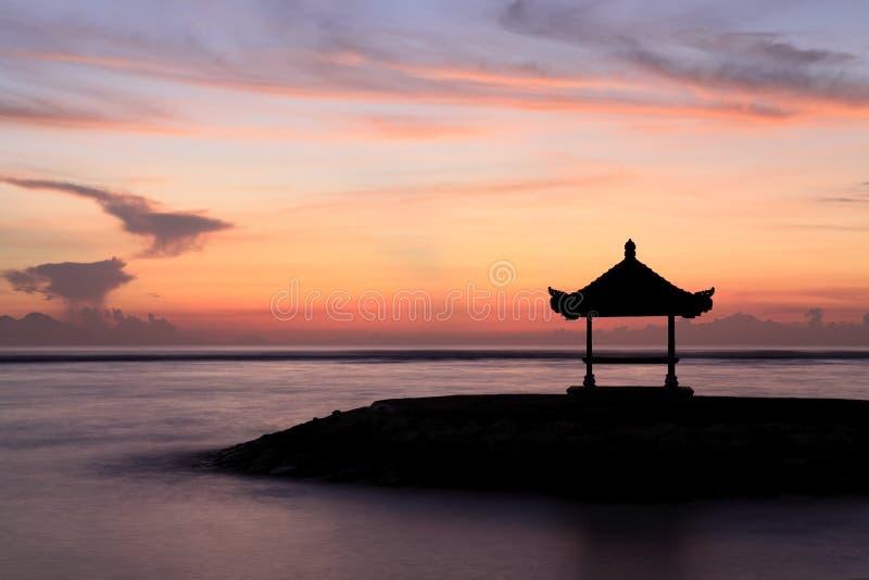 Amanecer en Sanur, Bali imagen de archivo