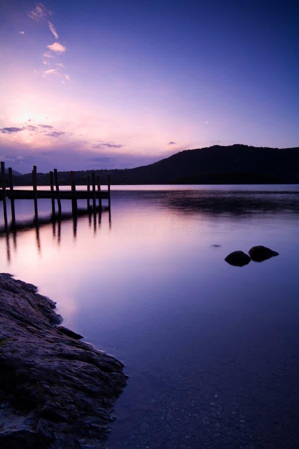 Amanecer sobre el lago Derwent foto de archivo