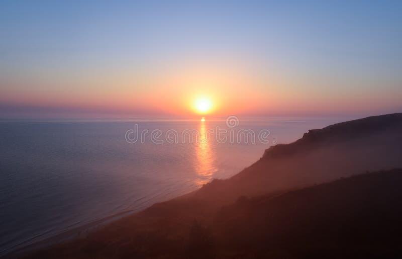 Amanecer sobre el mar Mar de Azov Salida del sol fotografía de archivo