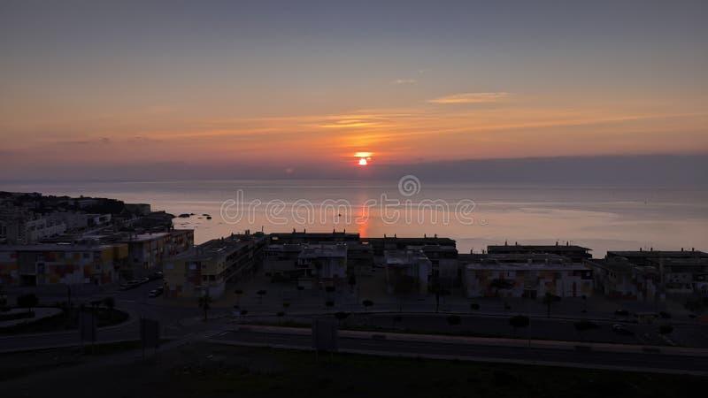 Amanecer sobre la ciudad de Ceuta y sus costas foto de archivo libre de regalías