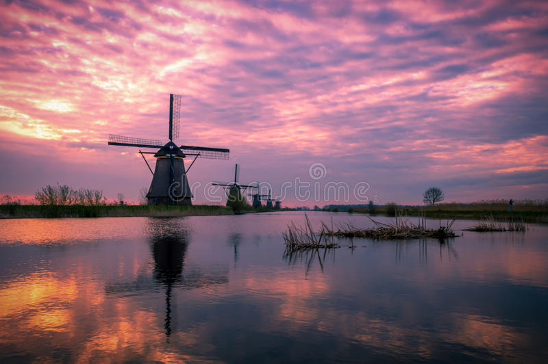 Amanhecer em Kinderdijk, Holanda fotos de stock royalty free