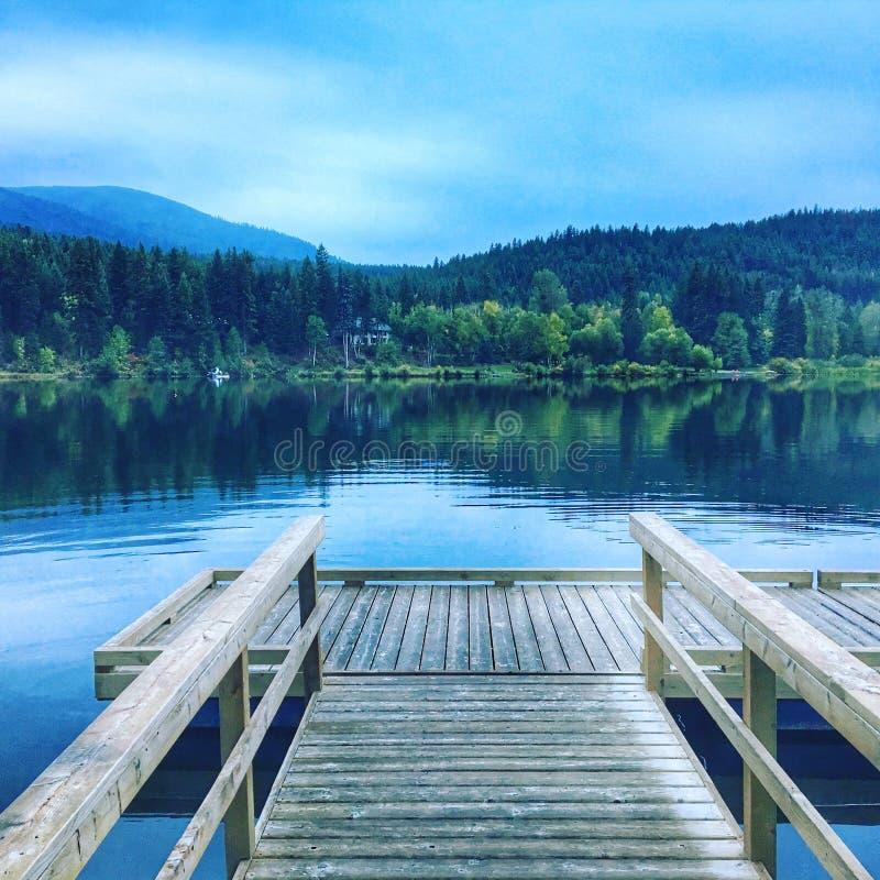 Amanhecer no lago fotografia de stock royalty free