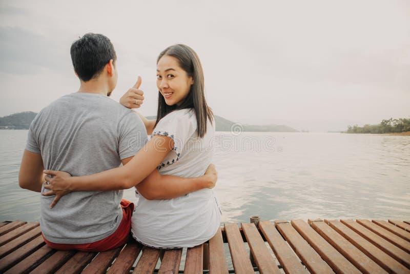 Amant de couple amusant Concept de réussite de la femme à flirter une femme photos stock