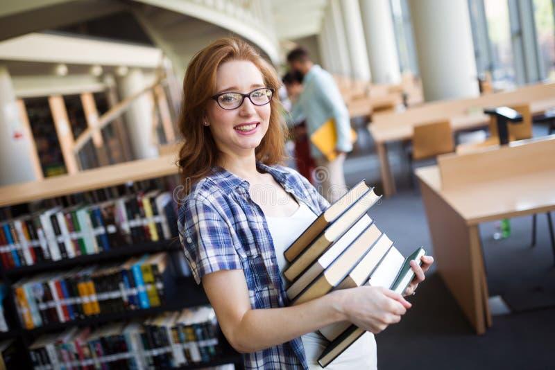 Amante di libro pronto a studiare duro immagine stock