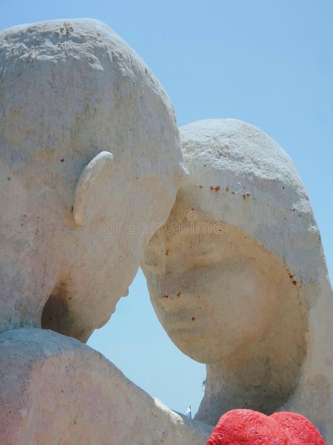 Amante nella scultura del sale della tenuta fotografia stock libera da diritti