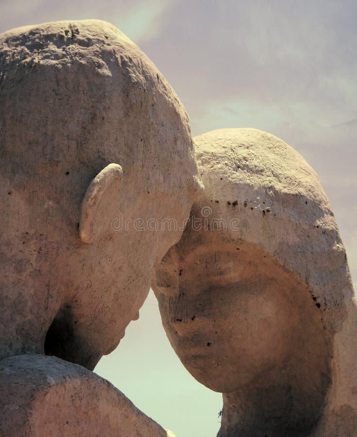 Amante nella scultura della tenuta fotografia stock