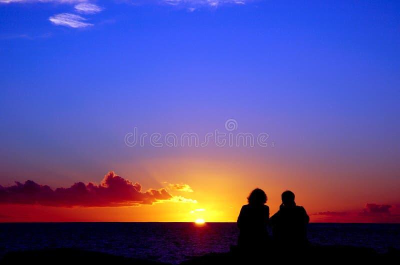 Amantes e por do sol 1 imagens de stock