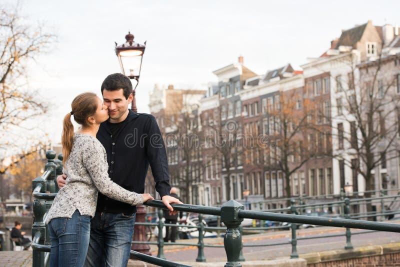 Amantes en Amsterdam imagen de archivo libre de regalías