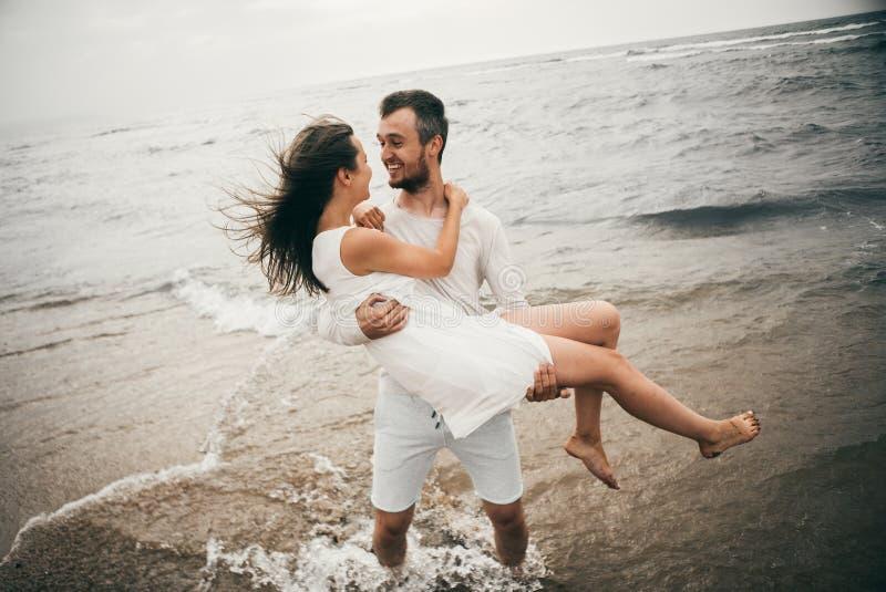 Amantes felices foto de archivo libre de regalías