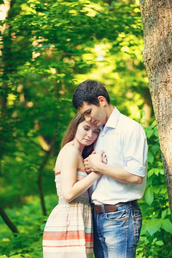 Amantes hombre joven y mujer fotografía de archivo libre de regalías