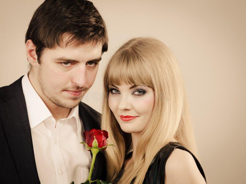 Amanti eleganti felici delle coppie fotografie stock