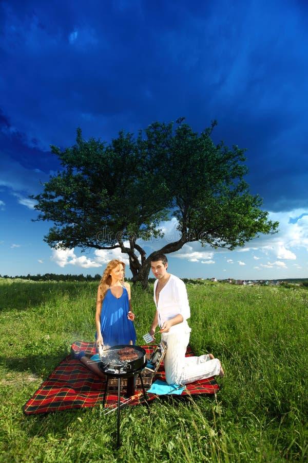 Amanti sul picnic immagini stock libere da diritti