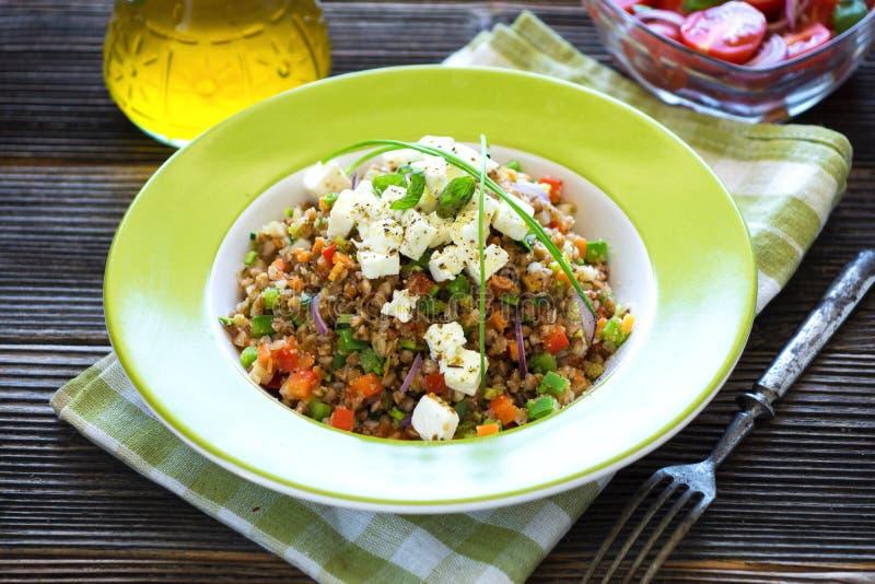 Amarant en Boekweit met groenten en feta-kaas royalty-vrije stock afbeeldingen