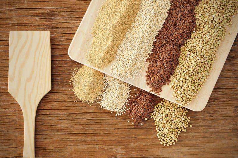Amarant, quinoa, brown len i gryk ziarna, obraz stock