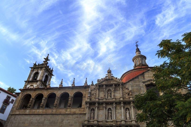 Amarante - Sao Goncalo und blauer Himmel lizenzfreie stockfotos