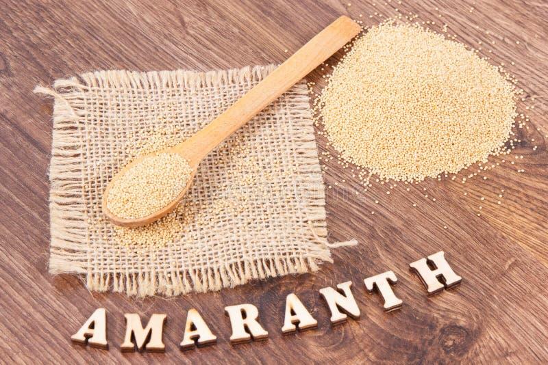 Amaranto que contiene las vitaminas, los minerales y la comida libre de la fibra, sana y del gluten imagenes de archivo