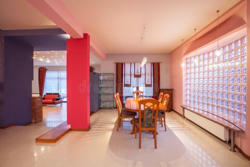 Amarantu dom - jadalnia zdjęcia royalty free